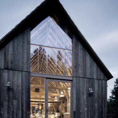 Casa moderna del granaio dei materiali recuperati