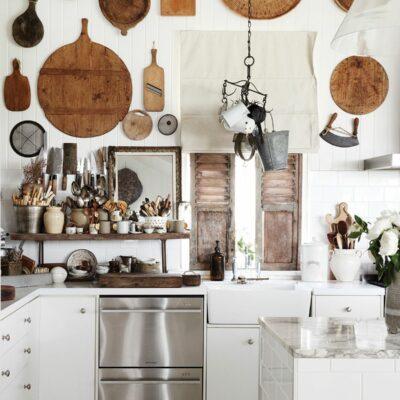 decorazione parete cucina in stile rustico