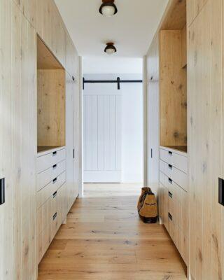 Raffinata casa rivestita di cedro con interni in legno