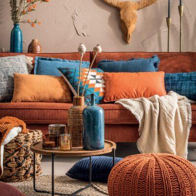 Salotto con divano arancione idee su come abbinare